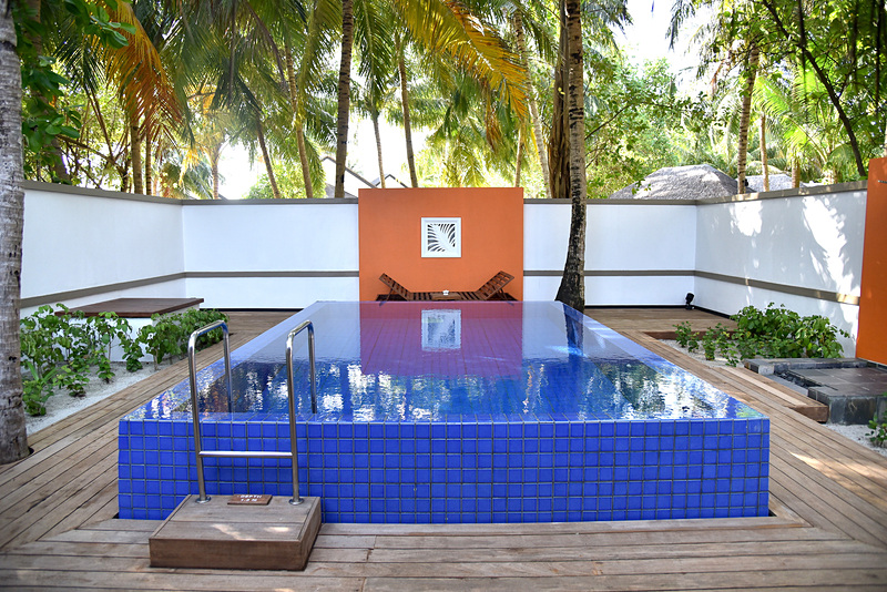 ガーデン側のプライベートプールがポイント