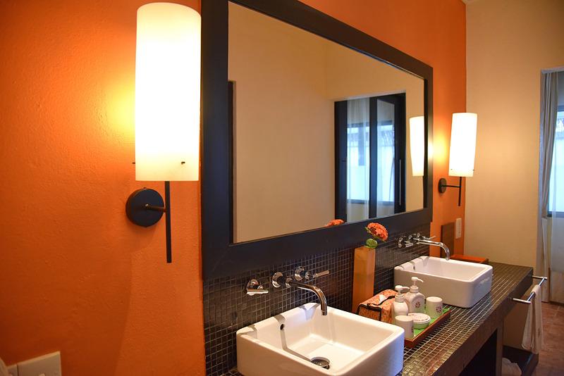 アンサナカラーのオレンジが効いた部屋となっている
