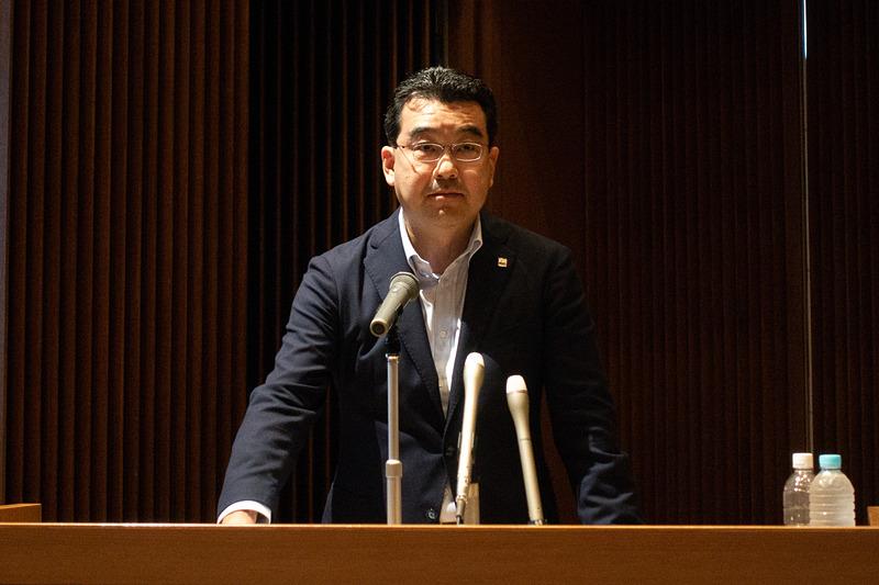 施設について説明を行なう中部国際空港株式会社 営業企画部長 鈴木健一氏