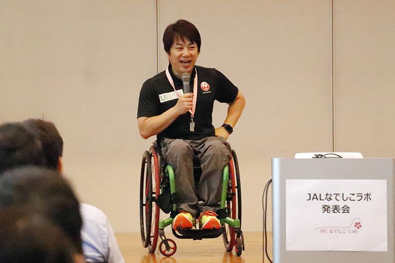 パラアスリート 根木慎志氏。会場全体を巻き込む講演の上手さに、発表時はなかった会場の一体感も生まれていった