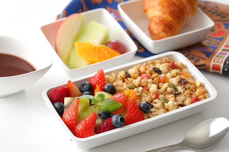 機内食「なでしこスペシャル」の朝食で提供する「アサイーボウル」