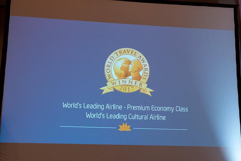 ベトナム航空の機内サービスや、獲得したアワードを紹介するビデオ
