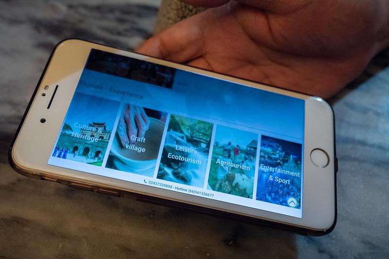 英語とベトナム語で情報提供するハノイ観光局のWebサイト。業者やガイドの登録証や認定証のコピーも参照でき、「信頼できる情報なのでぜひ見てほしい」と紹介。日本語化にも早急に取り組むとした