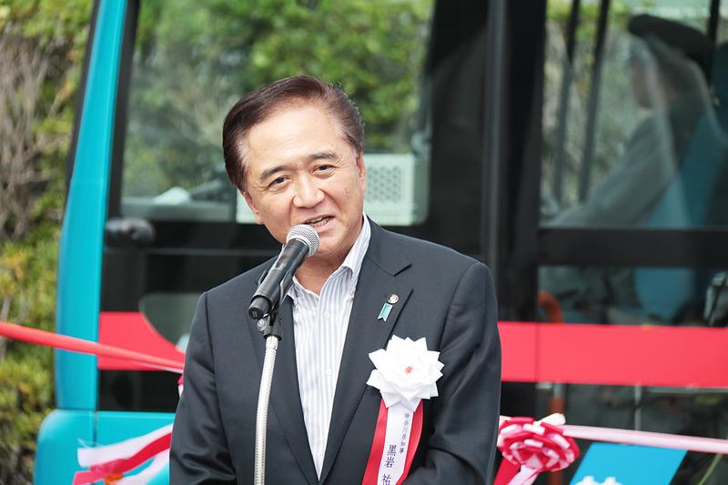 神奈川県知事の黒岩氏は試乗後に「非常にスムーズな走りだった。横断歩道の前で一時停止して安全が確認されてから走り出したり、車内で人が立ち上がった際には注意を促すアナウンスが流れるなど、安全への配慮を強く感じた」とコメントした