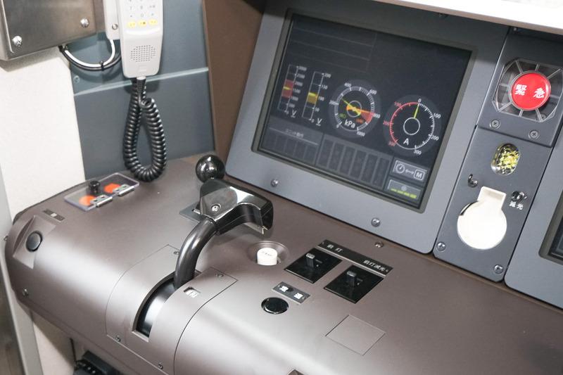 EB-Nマスコンと液晶モニタの運転計器盤