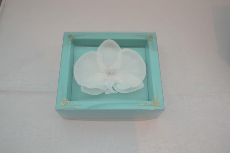 蘭の花を模した「バスペタル」(入浴剤)