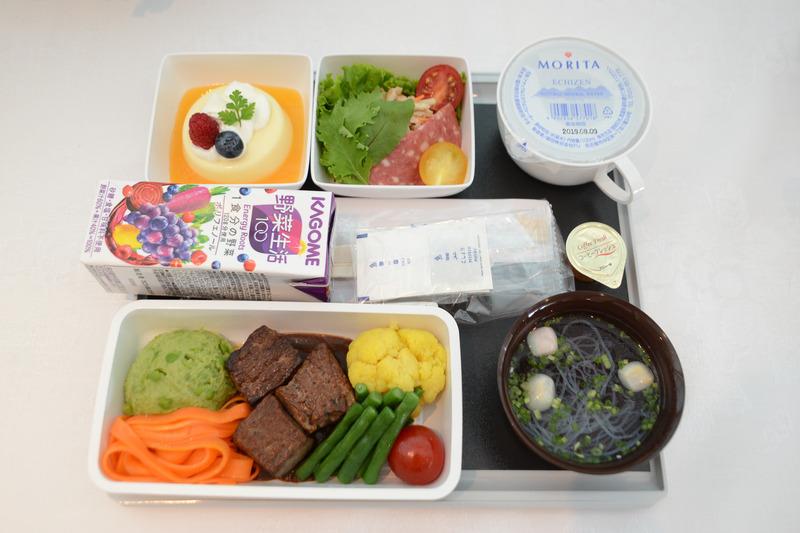 昼食/夕食で提供される機内食