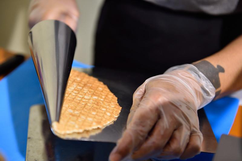 焼きたてパリパリのワッフルコーンが、より美味しさを引き立ててくれます