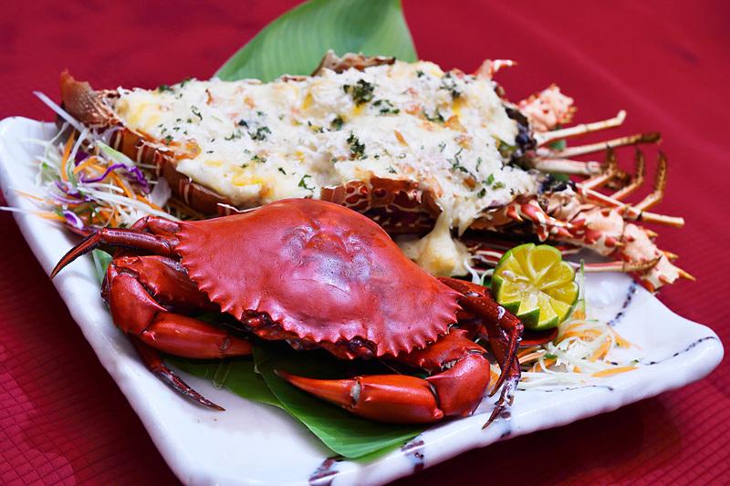 せっかくなので、オススメの伊勢エビ(と同種のエビ)グラタンと、マングローブ蟹も。豊かな森と海が育ててくれる豊かな食材。感謝です!