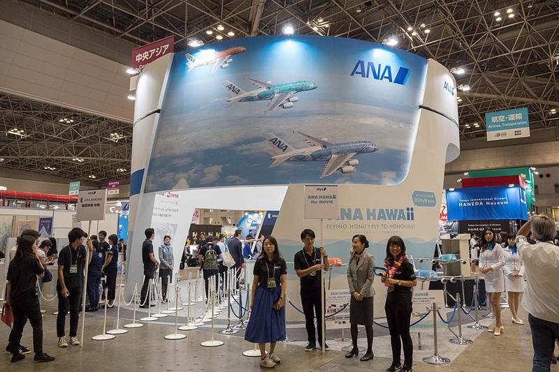 ANAブースでは「ANA HAWAII」を前面に展開。AVATAR VISIONで遠隔地への旅を仮想体験できるコーナーも