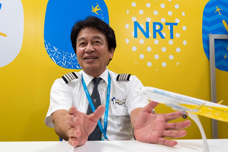 ラストフライトを終えてインタビューに応じた明石哲憲氏