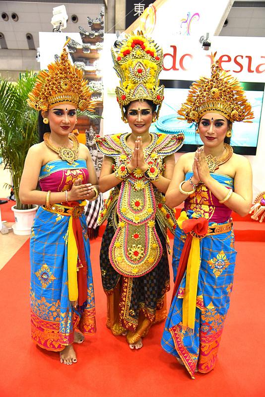 バリ伝統舞踊や記念撮影で心は一気にインドネシアへ