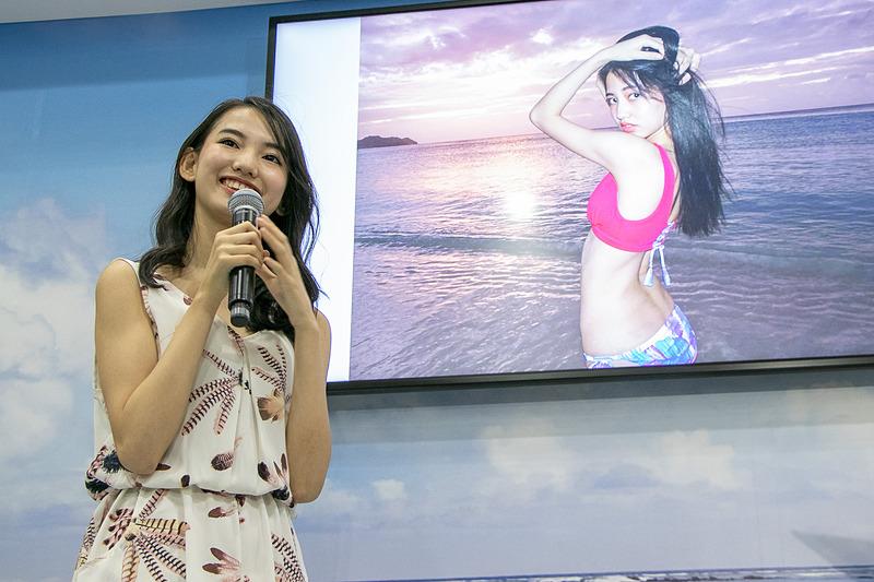 ツーリズムEXPOジャパン2018のグアムブースに設けたステージで、2018年三愛水着楽園イメージガールの黒木麗奈さんのトークショーが行なわれた