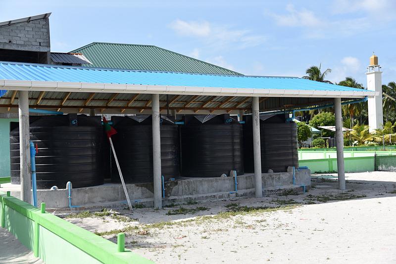 島の家庭に必ず設置されているタンク。雨水を利用している
