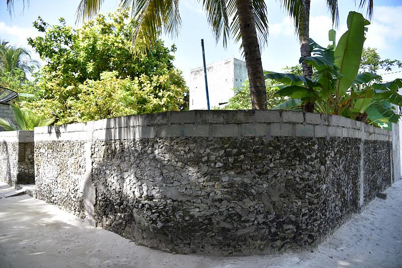 サンゴの外壁もいたるところに残っていた
