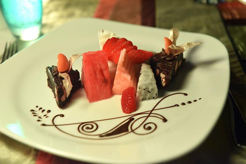 デザートは甘めの「Chocolate Brownie with Tropical Fruit」