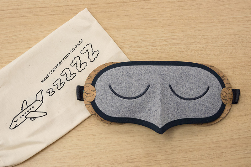 ニュージーランド航空とAllbirdsがコラボして開発したアイマスク「バード・マスク」