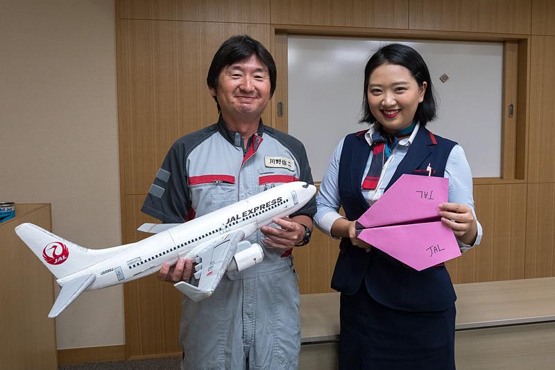 JALは機体見学や航空教室、折り紙ヒコーキ教室を実施した