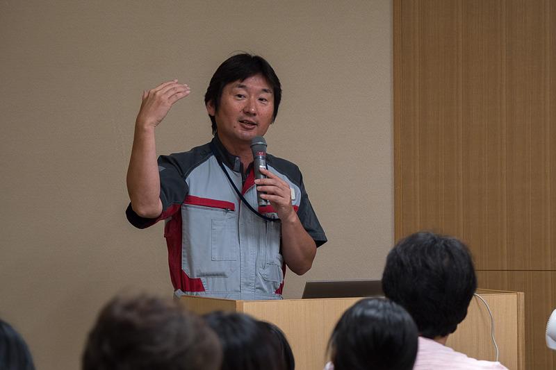 航空教室でJALの飛行機や、飛行機が飛ぶ仕組みを解説した川野さん