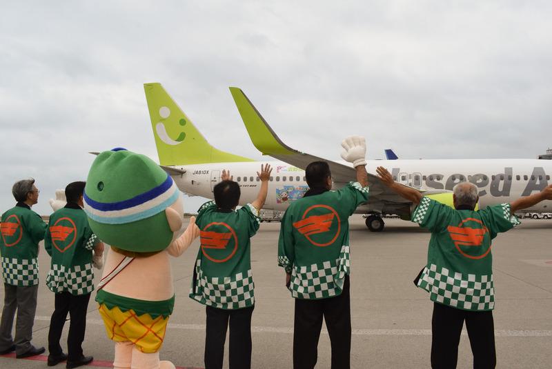 ソラシドエアは10月3日、宜野座村とコラボレーションした機体「Rio Park Ginoza号」の運航を開始した