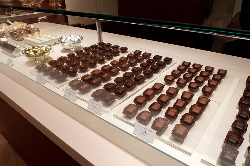 塩キャラメル、キャラメルチョコレートのディスプレイ