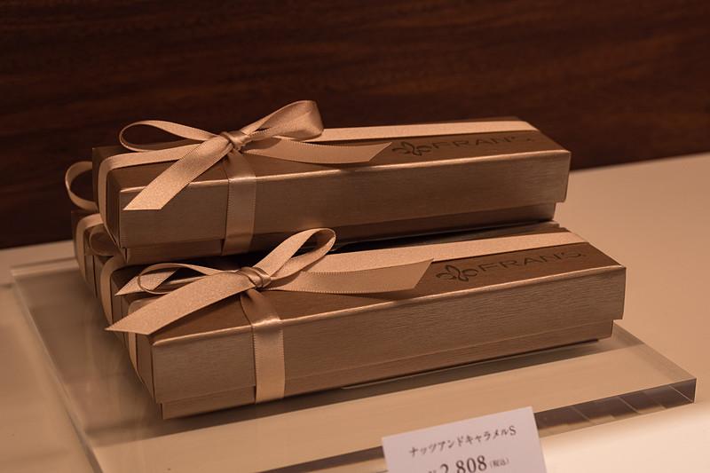 日本限定のアソート「ナッツアンドキャラメル(S)」(2808円)