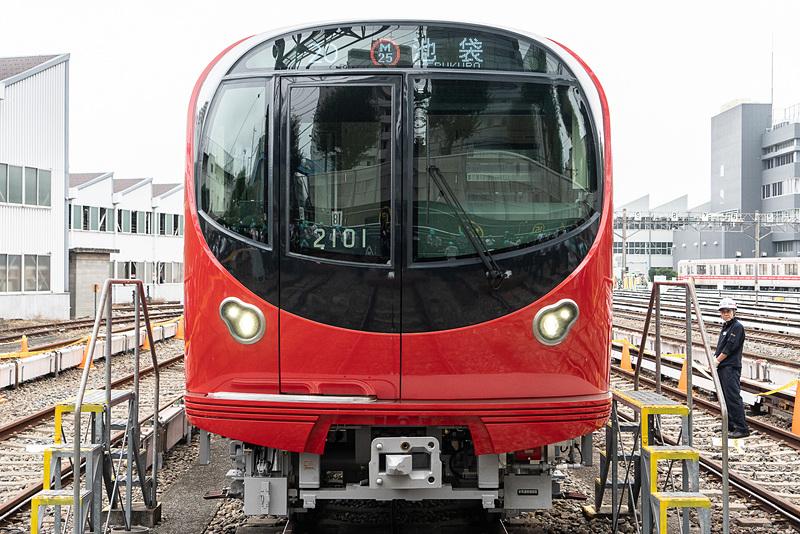 丸ノ内線新型車両「2000系」正面。円をモチーフにしたデザイン