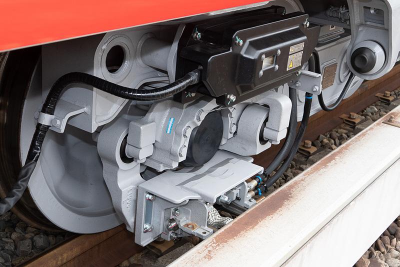 台車のコレクターシュー。丸ノ内線はサードレールから給電する方式