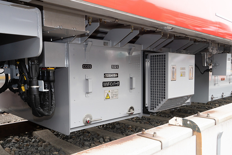 高効率のVVVFインバーター。主電動機にはPMSMを採用する。02系より約27%の電力削減