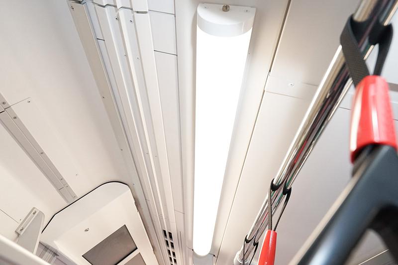 車内の照明はLEDを採用