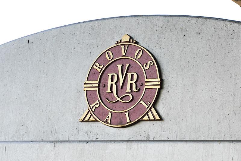 車両に付いているロボスレイルのロゴ