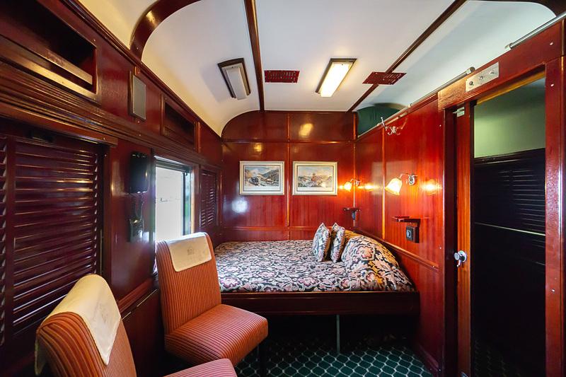 デラックス・スイートの客室。ダブルベッド横タイプ