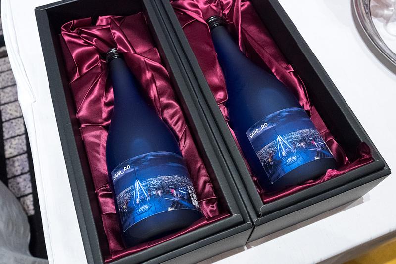 札幌市のPRブースでは、北海道米の純米吟醸酒「千歳鶴」の試飲を提供