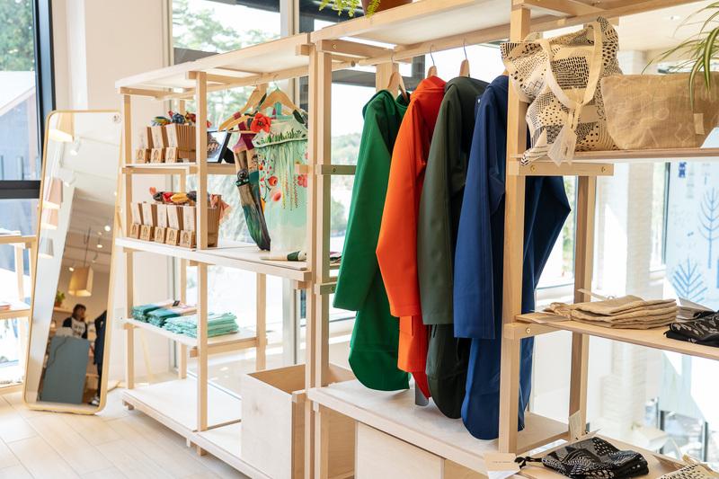 こちらはライフスタイルグッズを取り扱うセレクトショップ「TRE」。雑貨や陶器、アクセサリー、キッチン用品などセンス抜群のフィンランドデザインが揃っていますよ