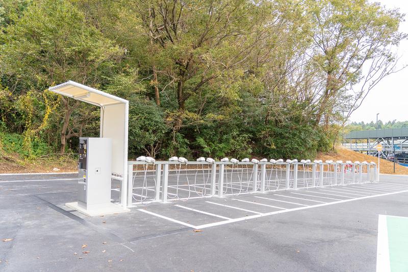 立体駐車場の横には自動二輪者(オートバイ)置き場。30台分あります