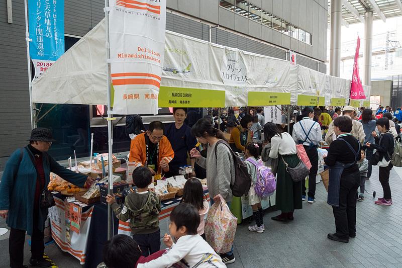 各自治体が産品を販売するマルシェ
