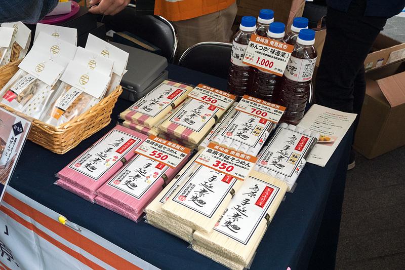長崎県南島原市のマルシェでは、潜伏キリシタン関連遺産として世界遺産登録された原城のお土産の一つ「須崎屋 五三焼カステラ」や、名物の「手延べそうめん」などを販売。カステラや南高みかんの試食なども