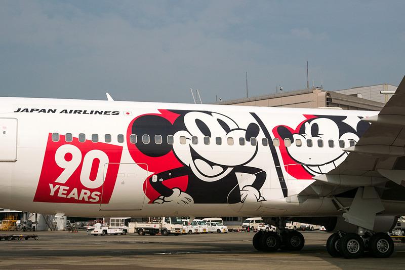 右側面に描かれた90周年限定ミッキーマウス