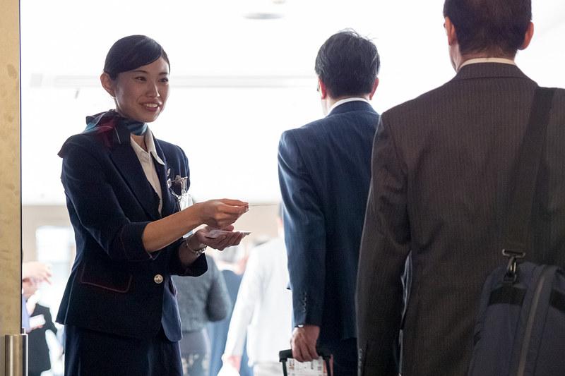 初便は搭乗証明書を搭乗口で配布。通常運航時は降機の際に配布する