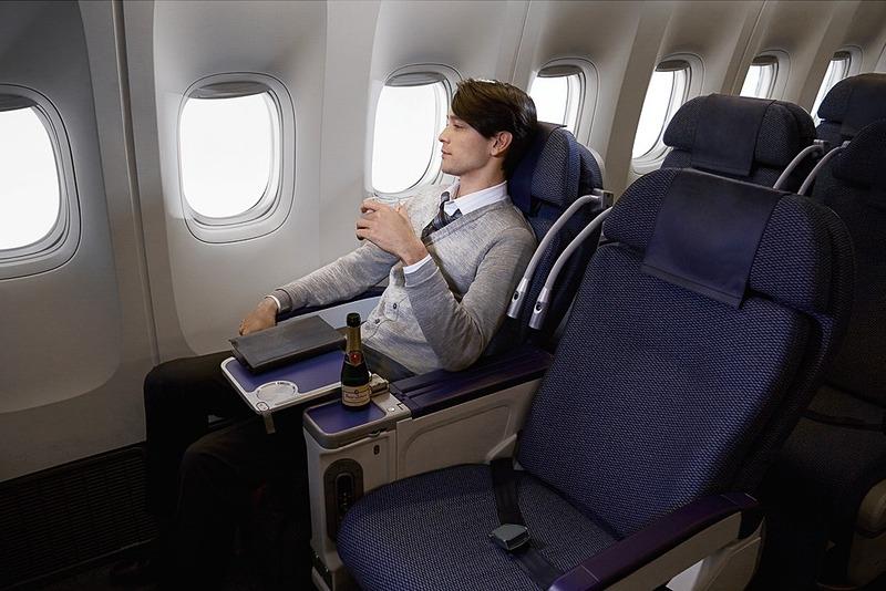 ANAはプレミアムエコノミークラス設定がある国際線30路線において、マイルを使った特典航空券と国際線エコノミークラスからのアップグレードを提供する