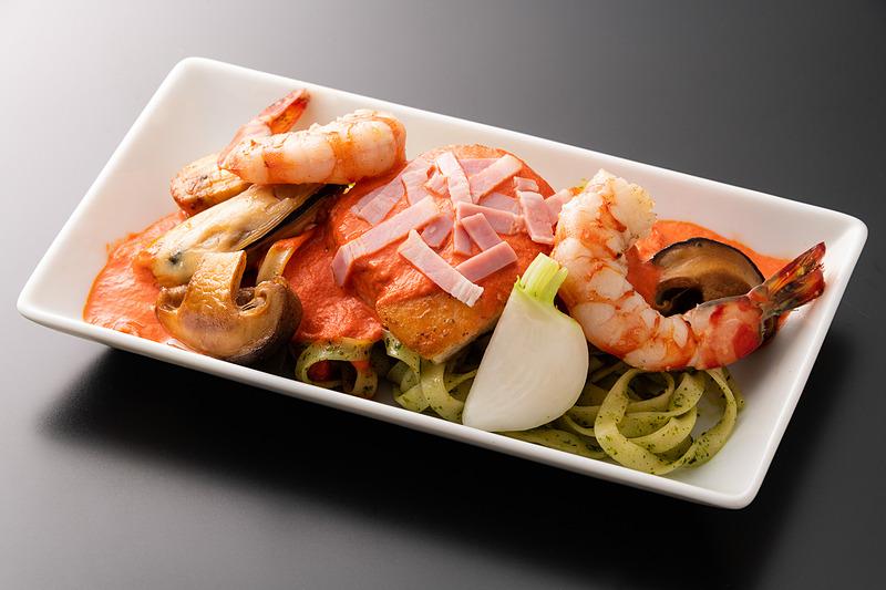 広島県大崎上島産車海老と銀鰈のソテー バジル風味のパスタ添え 甲殻類とパプリカのソース
