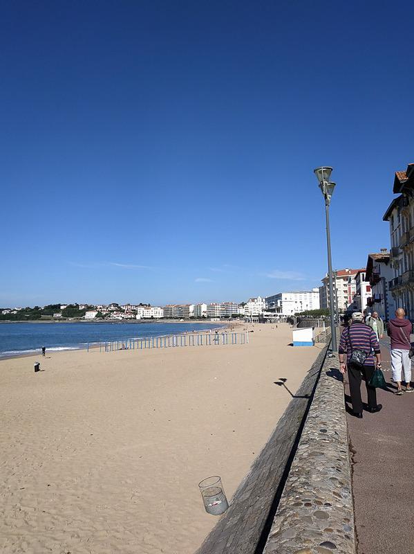 海岸に沿って歩いて行くとポワント・ド・サント=バルブ(Pointe de Sainte-Barbe)という高台に出ます