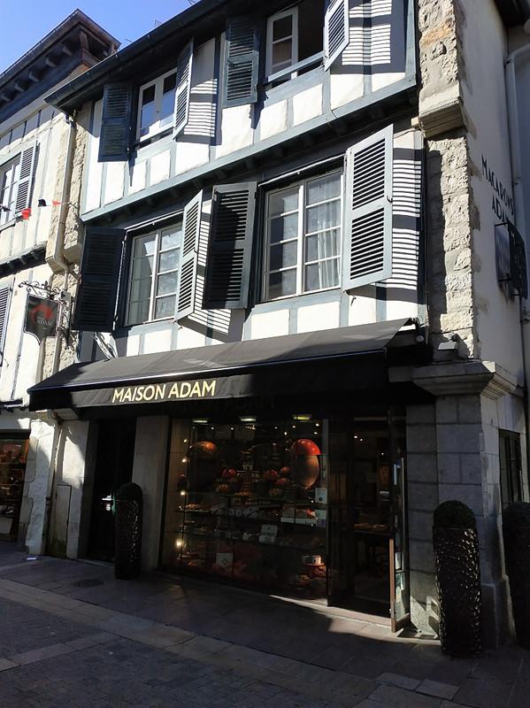 サン=ジャン=ド=リュズには店舗が3軒あります