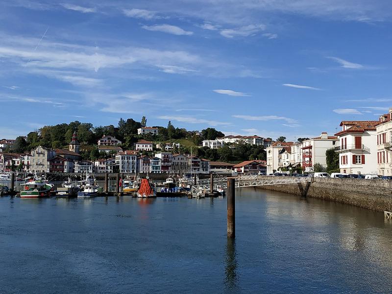 フランス・バスク地方にあるサン=ジャン=ド=リュズ(Saint-Jean-de-Luz)エリアを今回から2回に分けて紹介します