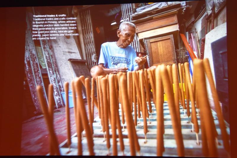 ラタン編みやお線香づくりなどの伝統的なクラフト作りも身近で見ることができる