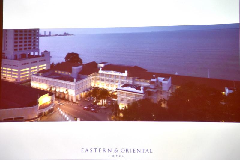 コロニアルスタイルの建築が美しい「EASTERN & ORIENTAL HOTEL」