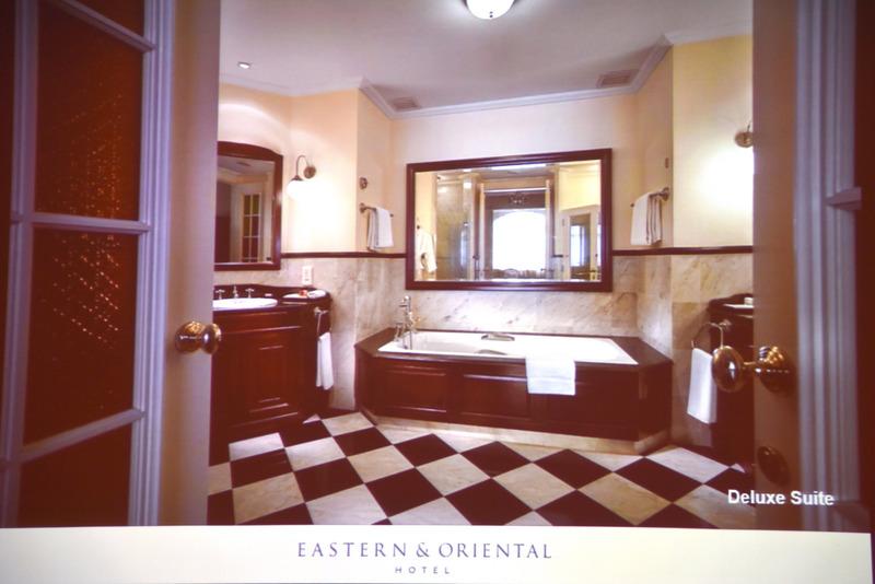 大理石を使ったデザインが秀逸の映画の主人公の気分になれるバスルームも