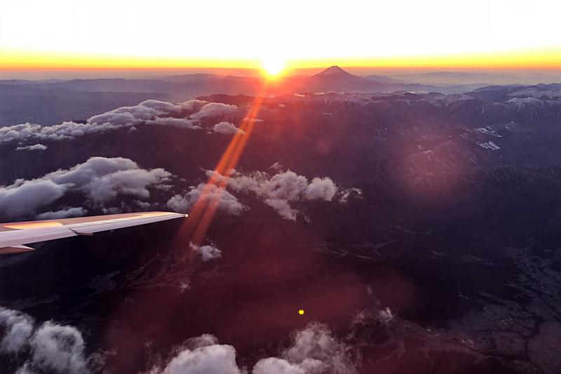 JALグループが2019年1月1日に実施する「初日の出フライト」の概要を発表した(写真は2018年のもの)