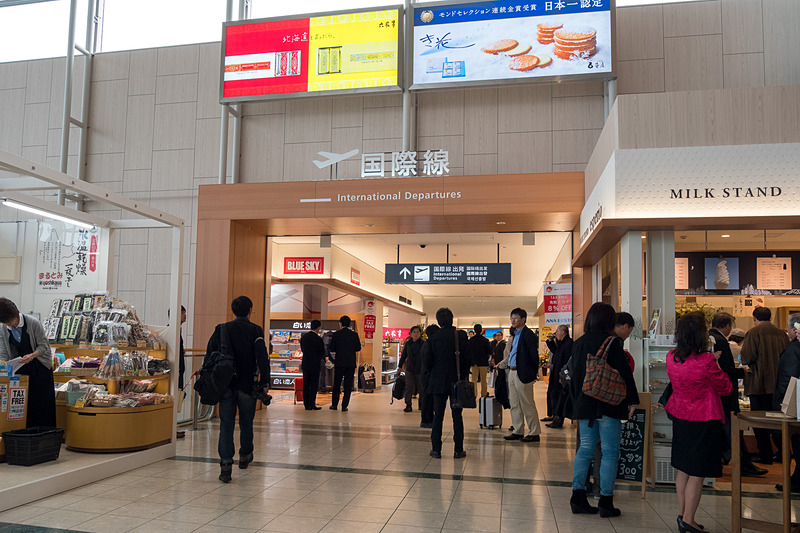 既存ターミナルビルの1階と2階それぞれが、国際線ターミナルビルと接続。既存ターミナルにあった物販店は国際線ターミナルへ移転し、跡地にはご当地グルメのフードコートを中心とした「空市」が2019年9月にオープンする予定となっている