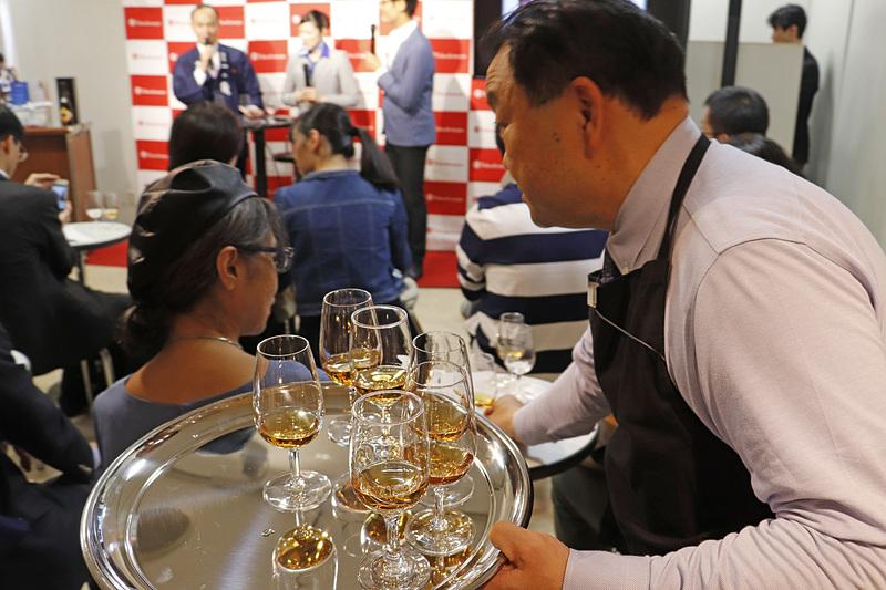 会場には「一ノ蔵 特別純米酒 辛口」や「一ノ蔵 Madena」を試飲で提供